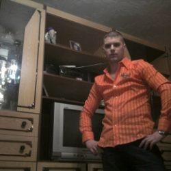 Спортивный парень из Москвы. Ищу девушку для встреч.